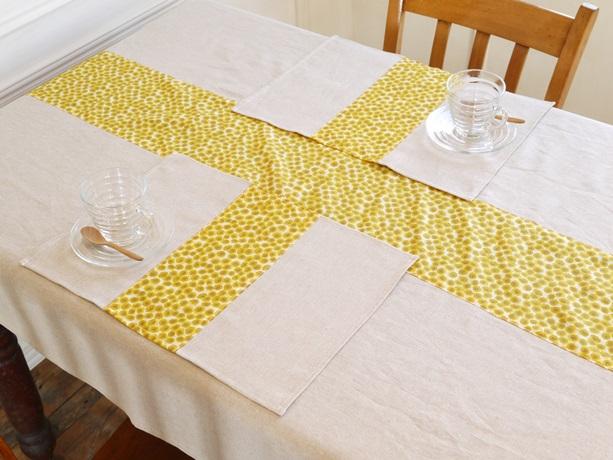 テーブルクロスとランチョンマット